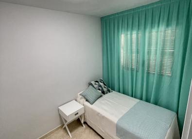 Dormitorio individual para niños en los Apartamentos California I II de Salou