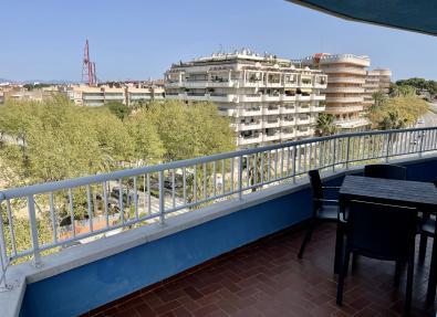 Amplia terraza de los Apartamentos California I y II