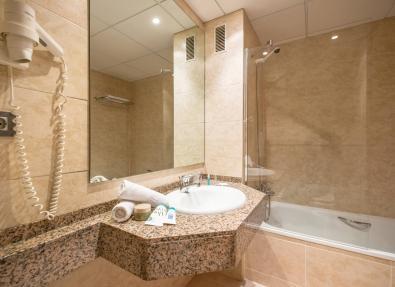 Bath room hotel California Palace Salou