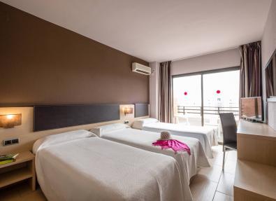 Habitación triple Hotel California Garden Salou Tarragona
