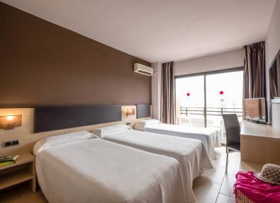 Triple Hotel room California Garden Salou Tarragona
