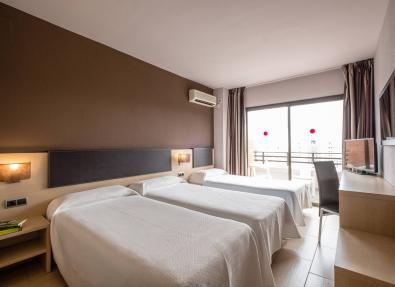Habitación triple Hotel Califonia Garden Salou Tarragona
