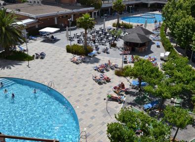 Vista aéra piscinas hotel California Garden Salou Tarragona